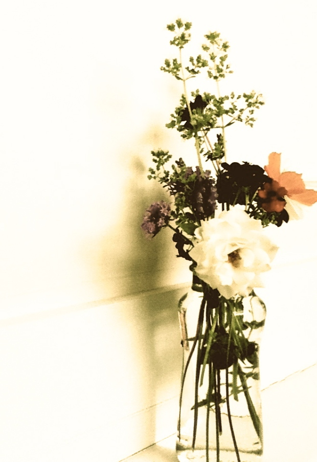 Indira Ganesan, White bouquet i, 2013